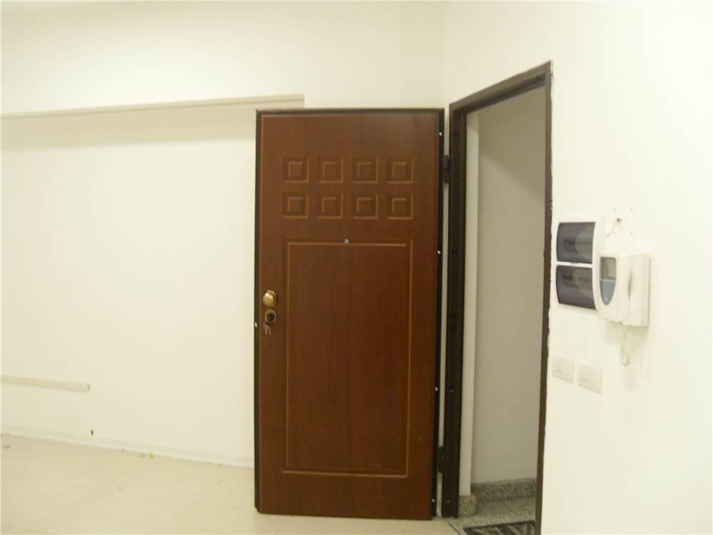Immobiliare aurora srl ufficio in affitto a civitanova for Passi per l acquisto di terreni e la costruzione di una casa