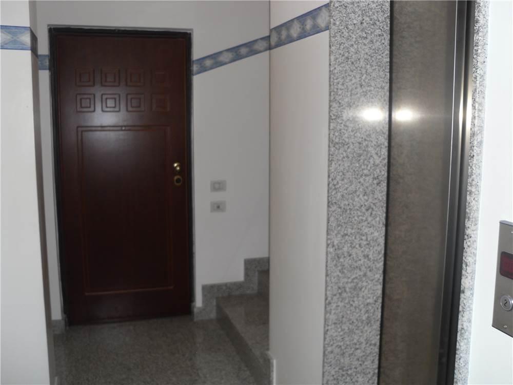 Immobiliare aurora srl ufficio in affitto a civitanova for Ufficio affitto eur